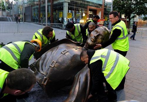 Статуя Фредди Меркьюри в Ливерпуле
