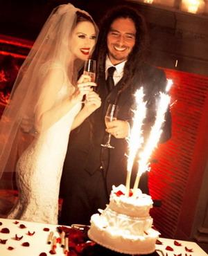 Гитарист KORN женился на актрисе в Париже