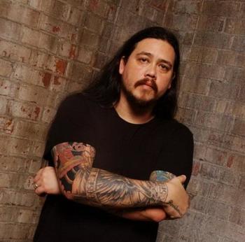 Умер бас-гитарист DEFTONES Чи Ченг